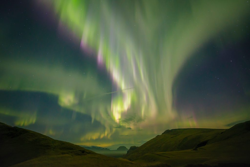 This image has an empty alt attribute; its file name is ZorzaPolarna_KarolWójcicki_Astrography_Islandia_09-19-01-male-1024x684.jpg